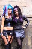 Twee gotische meisjes die leer dragen Stock Fotografie