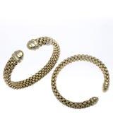 Twee Gouden Armbanden van het Manchet Royalty-vrije Stock Afbeeldingen