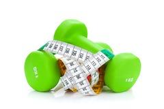 Twee groen dumbells en meetlint Geschiktheid en Gezondheid Stock Foto's