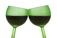 Twee groene glazen met rode wijn Stock Foto