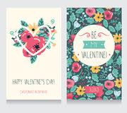Twee groetenkaarten voor de dag van de valentijnskaart, leuk hand getrokken bloemenontwerp Royalty-vrije Stock Foto's