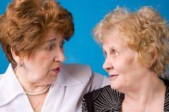Twee grootmoeders. Stock Foto