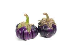 Twee grote geïsoleerde aubergines Royalty-vrije Stock Foto's
