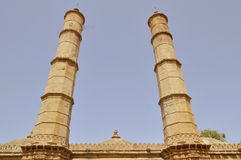 Twee grote minaras in Shahar -shahar-ki-maasjid (moskee), chapaner, Gujarat Royalty-vrije Stock Foto