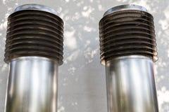 Twee grote ventilatiepijpen Stock Foto's