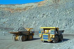 Twee grote vrachtwagens Royalty-vrije Stock Foto