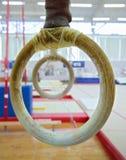 Twee gymnastiek- ringen Stock Afbeeldingen