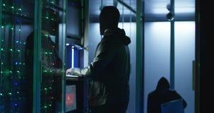 Twee hakkers die met een aanval op servers beginnen stock footage