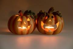 Twee Halloween-pompoenen met het branden van kaarsen Royalty-vrije Stock Foto