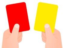 Twee handen die rode en gele kaart houden Stock Afbeelding