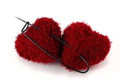 Twee hart gevormde clews die met reusachtige speld wordt gespeld Royalty-vrije Stock Fotografie