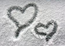 Twee harten op sneeuwvenster Royalty-vrije Stock Foto's