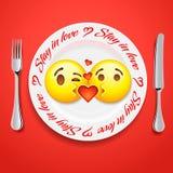 Twee het kussen emojigezichten in liefde emoticon, concept voor Valentijnskaartendag Royalty-vrije Stock Afbeelding