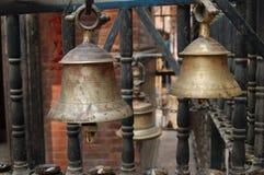 Twee Hindoese Heiligdomklokken in Katmandu, Nepal stock foto's