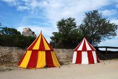 Twee historische middeleeuwse kamptent Stock Foto