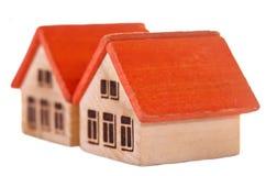 Twee houten stuk speelgoed huizen Stock Foto's