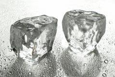 Twee ijsblokjes Royalty-vrije Stock Afbeelding
