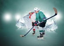 Twee ijshockeyspelers met ijsblokjesachtergrond Stock Afbeeldingen