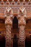 Twee Indische kolommen van het olifantshoutsnijwerk stock foto's