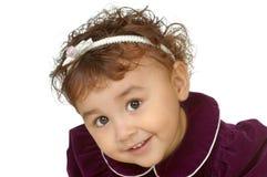 Twee-jaar-oud meisje in purpere kleding Royalty-vrije Stock Fotografie