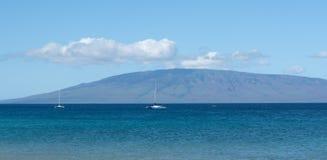 Twee jachten op de wateren van Maui Kaanapali Hawaï stock foto's