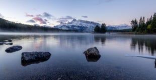 Twee Jack Lake in het Nationale Park van Banff Royalty-vrije Stock Afbeelding