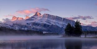 Twee Jack Lake in het Nationale Park van Banff Stock Afbeelding