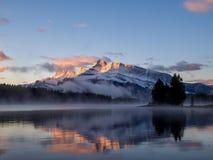 Twee Jack Lake in het Nationale Park van Banff Royalty-vrije Stock Foto