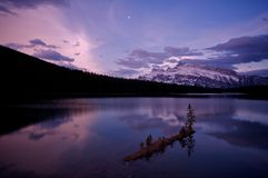 Twee Jack Lake vóór zonsopgang Royalty-vrije Stock Foto