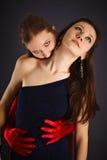 Twee jong meisjes afgebeeld vampier en offer Royalty-vrije Stock Foto