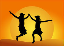 Twee jong meisjessilhouet bij zonsondergang Royalty-vrije Stock Fotografie