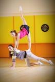 Twee jonge acrobaten Royalty-vrije Stock Afbeeldingen
