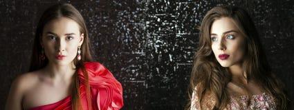 Twee Jonge donkerbruine vrouwen op de donkere achtergrond van de studiomuur Royalty-vrije Stock Foto's