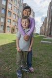 Twee Jonge gelukkige Jonge geitjes Royalty-vrije Stock Afbeelding
