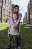 Twee Jonge gelukkige Jonge geitjes Royalty-vrije Stock Afbeeldingen