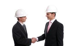 Twee jonge Ingenieurs die een overeenkomst sluiten Royalty-vrije Stock Fotografie