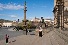 Twee jonge Japanse toeristen in Praag Royalty-vrije Stock Afbeelding
