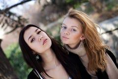 Twee jonge meisjes Stock Foto