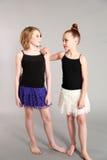 Twee jonge meisjesmodellen stock foto's