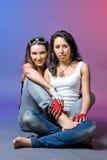 Twee jonge meisjesvrienden royalty-vrije stock fotografie