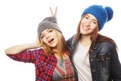 Twee jonge meisjesvrienden die pret hebben Royalty-vrije Stock Afbeelding