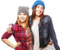 Twee jonge meisjesvrienden die pret hebben Stock Fotografie