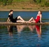 Twee jonge mooie meisjes Stock Afbeelding