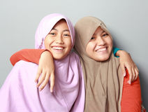 Twee jonge moslimmeisjes beste vriend Stock Foto