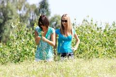 Twee jonge vrouwen Royalty-vrije Stock Afbeelding