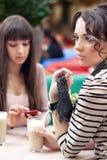 Twee jonge vrouwen Stock Foto's