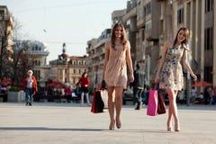 Twee jonge vrouwen Royalty-vrije Stock Afbeeldingen