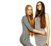 Twee jonge werknemers op witte, zelfde kleding in strook royalty-vrije stock afbeeldingen