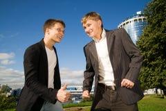 Twee jonge zakenlieden royalty-vrije stock foto's