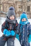Twee jongens in de winter Royalty-vrije Stock Foto